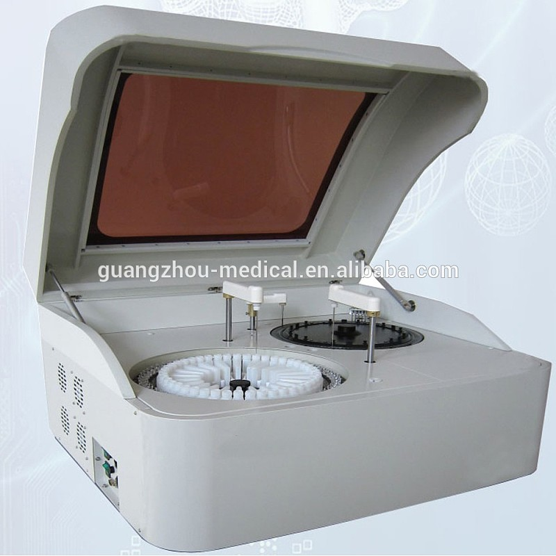 300T / H laboratoriumtoerusting Kliniese bloedchemie-analiseerder Volautomatiese biochemie-analiseerder
